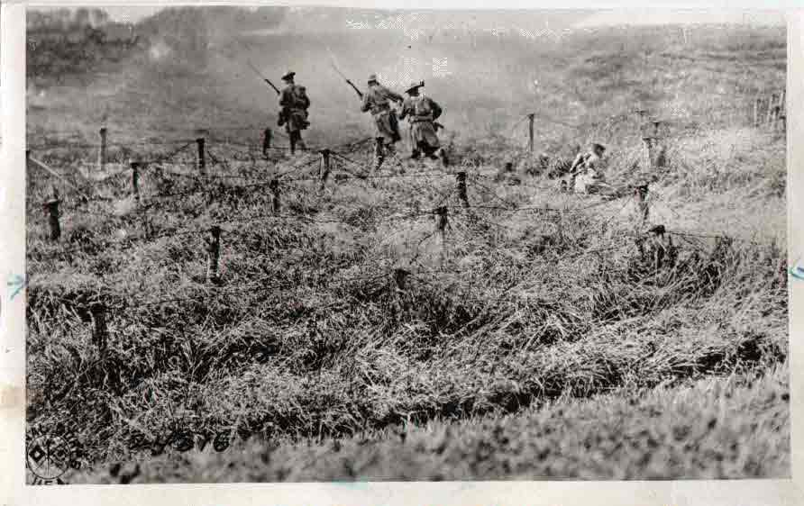 107th going over the top at BEAUQESNES during training for the Hindenburgh Line attack. Sept 13 (@), 1918.If image fails to appear click on this area